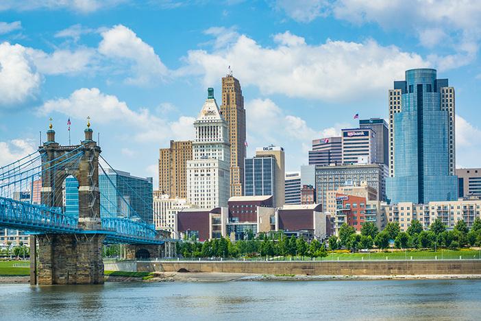 The Cincinnati skyline and Ohio River, seen from Covington, Kentucky.