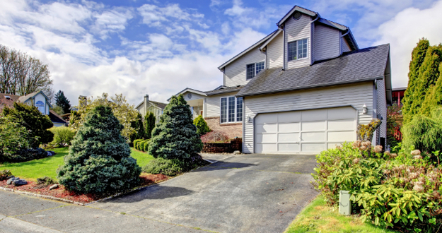 3 Curb Appeal Tips To Attract More Buyers to Your Flips
